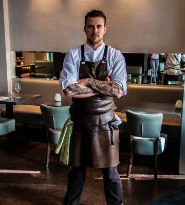 Das Bild ist ein Portrait von Christopher Kuemper, Chefkoch vom Restaurant