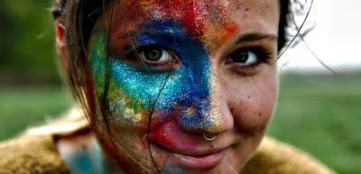 Farbe und Glitzer. Anne.