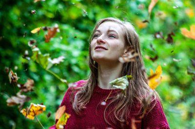 Das Bild ist ein Portrait im Herbst. Location: Grunewald. Model: Lydia