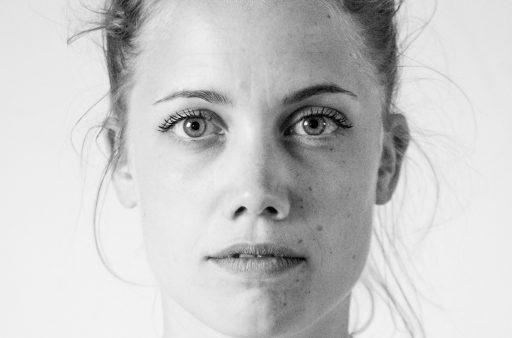 Das Bild zeigt ein Portrait einer Frau